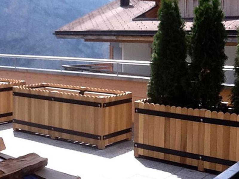Garden hardwood trough planter