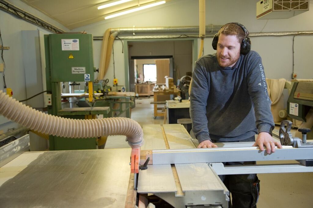leon in workshop