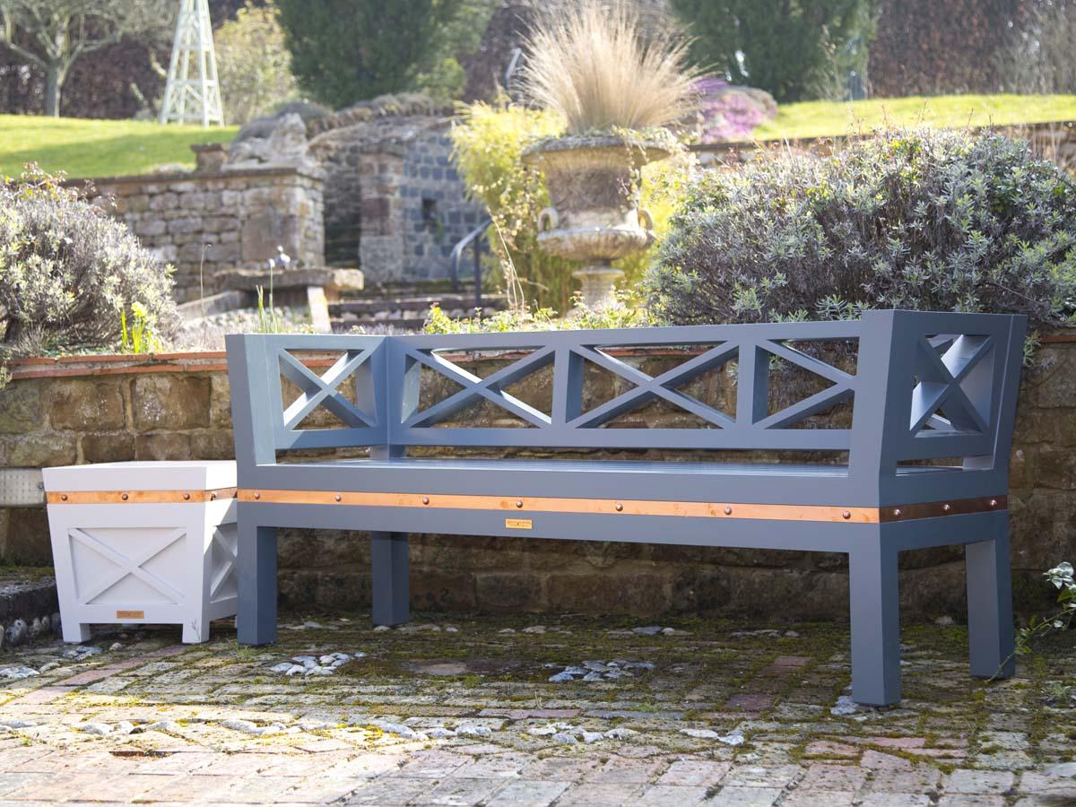 stud bench